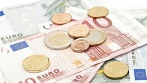 Bolsa inicia sessão a ganhar 0,02 por cento