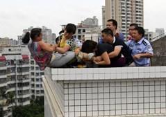 Mulher mata sobrinho e tenta suicidar-se na China