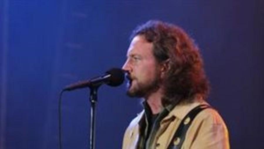 Eddie Vedder alimenta a expectativa de milhares de fãs no Festival Sudoeste TMN