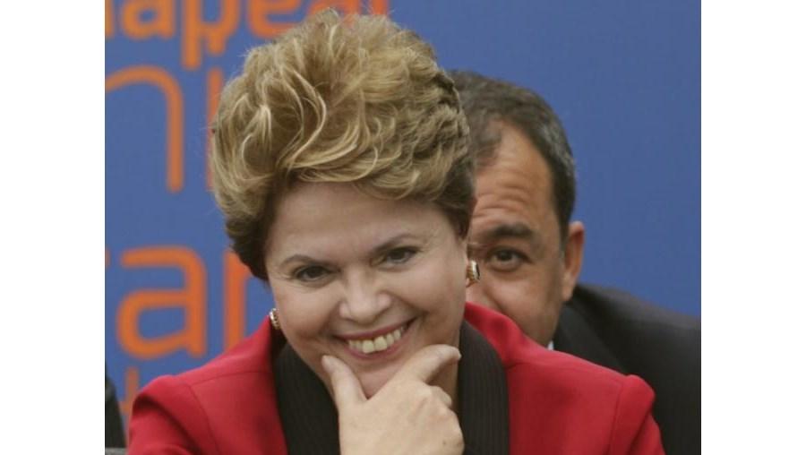 """""""Queremos todos os brasileiros empregados, a ganhar salário e a receber serviços públicos de qualidade"""", acrescentou"""