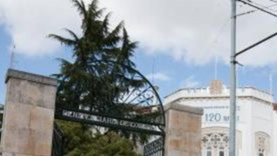 O recluso, que tinha 60 anos, tinha regressado ao Estabelecimento Prisional de Coimbra no sábado após uma saída precária de três dias