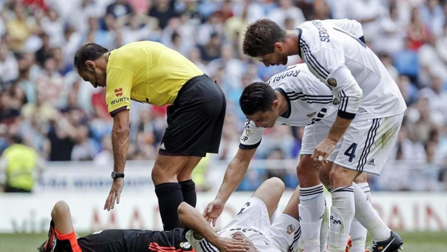 Pepe sofreu um golpe na cabeça após um choque com Casillas. Saiu e passou a noite no hospital, por precaução