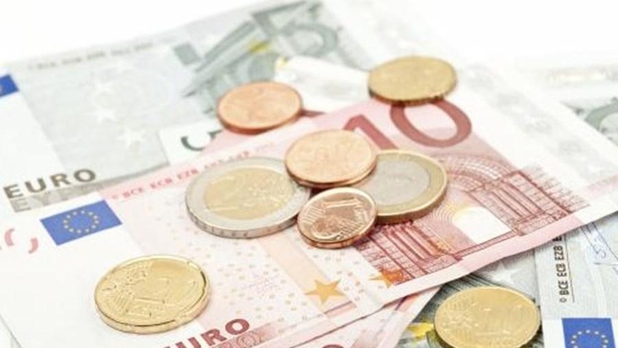 O principal índice da bolsa portuguesa, o PSI20, abriu a sessão desta segunda-feira a valorizar 0,02 por cento