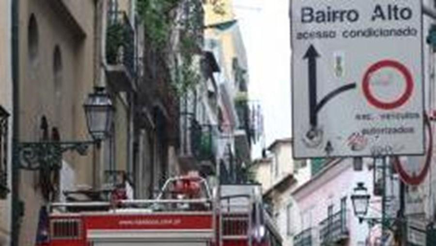 O caso ocorreu no dia 1 de Outubro do ano passado, no Bairro Alto, e implicou a agressão violenta e o roubo do estrangeiro, que foi surpreendido pela dupla