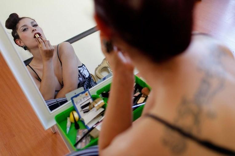 Bastet Cabeleira ensina a outras mulheres os truques para ultrapassarem as suas inseguranças