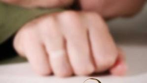 Especialista em linguagem corporal revela sinais para perceber se o seu parceiro é infiel