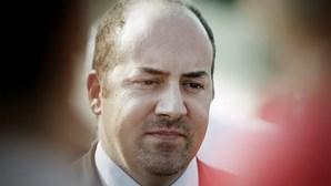 Tribunal de Contas arrasa ex-ministro Álvaro Santos Pereira