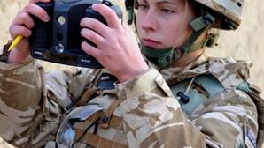 Soldado britânica dá à luz