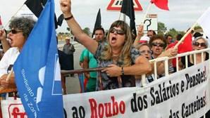 Cavaco recebido sob protestos
