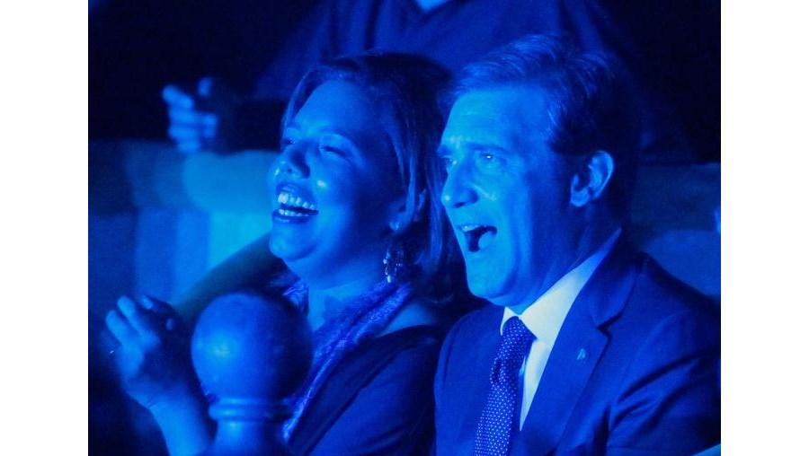 Horas depois de falar ao País, Passos foi com a mulher, Laura,  ver o concerto de Paulo de Carvalho no Teatro Tivoli (Lisboa) e, sorridente, cantou 'Nini dos Meus 15 Anos'