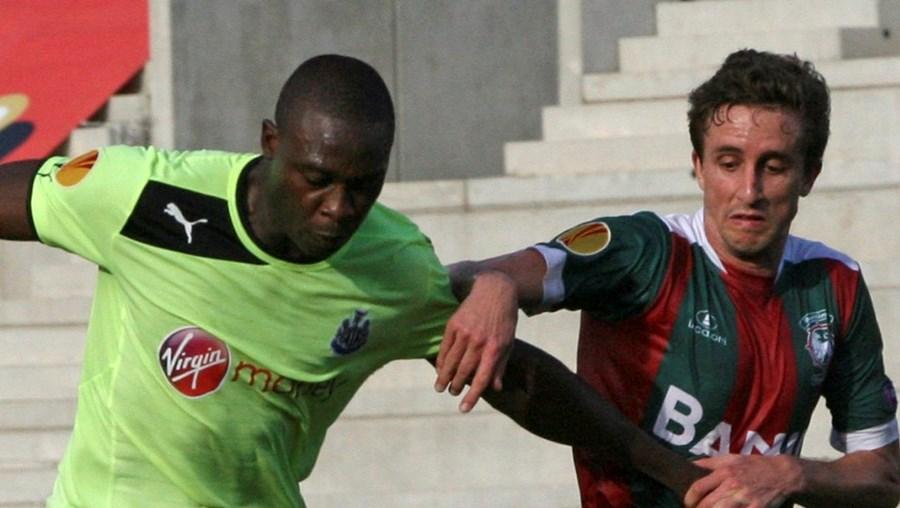 Rafael Miranda em luta com  Sammy Ameobi