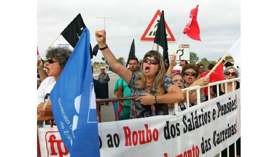 300 manifestantes receberam Cavaco Silva