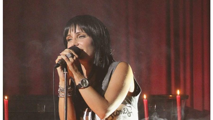 Cantora regressa ao grande ecrã como Rita Rollo na telenovela 'Louco Amor'