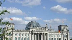 Homem de 32 anos suicida-se diante do parlamento alemão