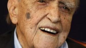 Oscar Niemeyer é internado aos 104 anos