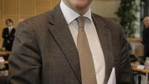 """Ministro francês critica """"globalização escandalosamente desleal"""""""