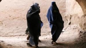 Afegã apunhalada até à morte por trabalhar