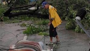 """Furacão """"Sandy"""" enfraquece depois de ter feito 21 mortos"""