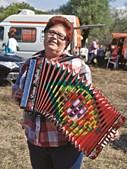 SONHO ANTIGO. Maria Helena Morgado Santos cumpriu o sonho aos 60 anos. A cabeleireira subiu ao palco da 11.ª Edição do Encontro Nacional de Concertina, na aldeia da Barrenta