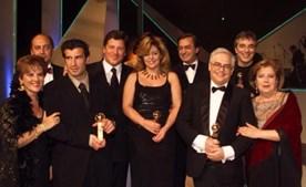 Com a sua equipa de reportagem, vencedora de um Globo de Ouro na SIC