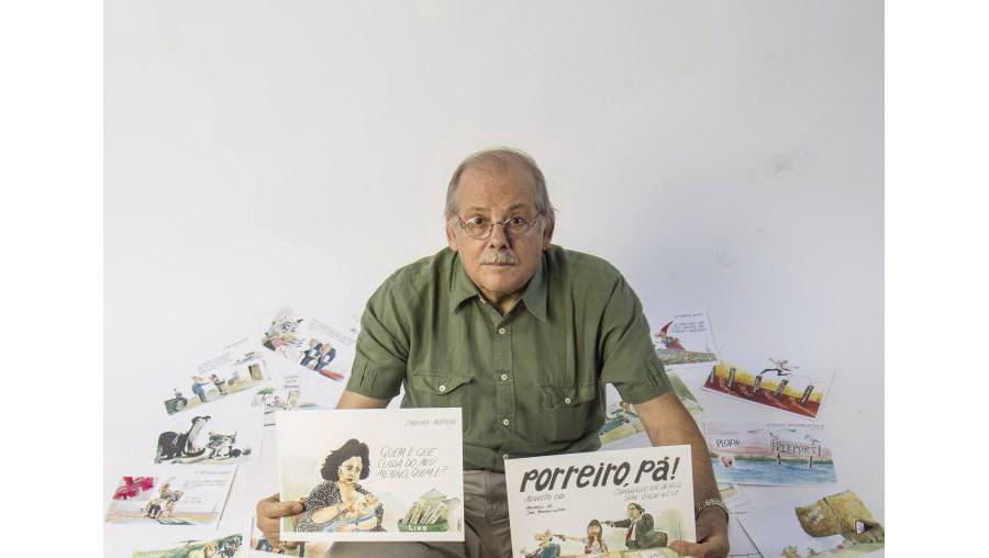 Augusto Cid com alguns dos milhares de cartoons que publicou na imprensa portuguesa