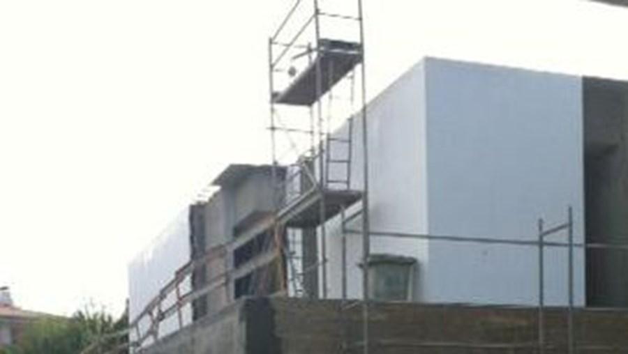 Sector da construção nacional registou menor queda em Agosto