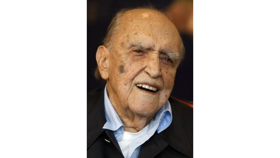 Oscar Niemeyer está de novo internado