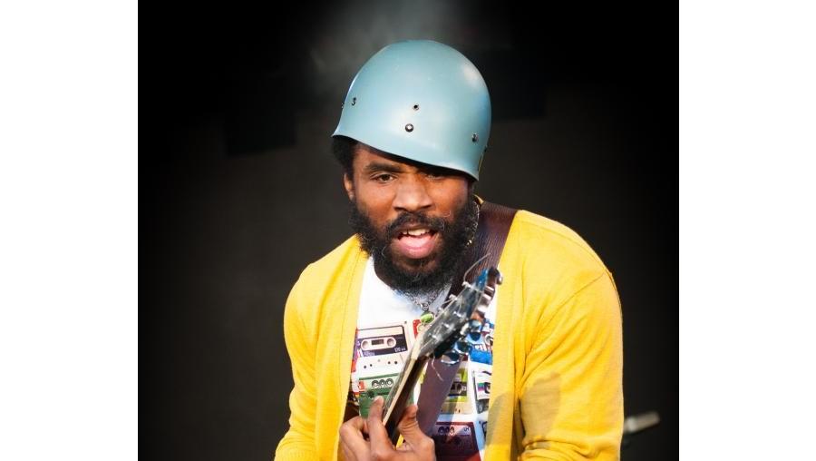 Nomeado para o Shortlist Music Prize em 2003, o músico norte-americano de 44 anos deu nas vistas com o álbum duplo 'The Headphone Masterpiece'