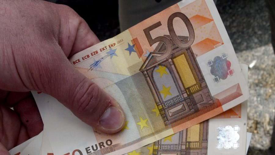 Burlões diziam transformar papéis pretos em notas de 20 e 50 euros com o líquido 'milagroso'