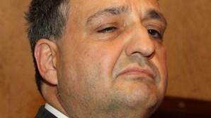 Paulo Macedo: Vista semicerrada
