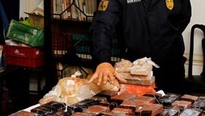 Polícia desmantela mercado de droga