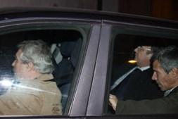 Ex-presidente do Benfica viajou acompanhado de dois inspectores da PJ