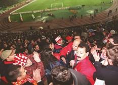 Em Janeiro de 1999, o presidente do Benfica e o 'vice', José Manuel Antunes, assistem ao dérbi na bancada