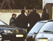 Fevereiro de 2004: Vale e Azevedo é libertado para ser detido novamente após uns breves