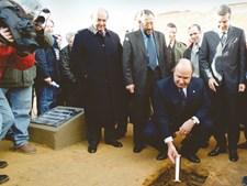 No lançamento da primeira pedra no centro de Estágio, no Seixal