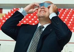 João Vale e Azevedo a ver o eclipse (1999)
