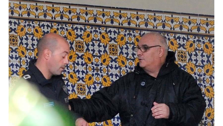 Artur Lima Silva, contínuo da Universidade Portucalense (lado dir.), começou a ser julgado