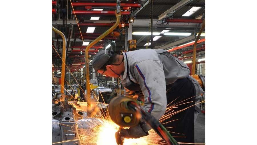Comparando Setembro deste ano com o mesmo mês de 2011, os preços da produção industrial aumentaram 2,7% nos 17 países que partilham o euro e 2,6% na UE