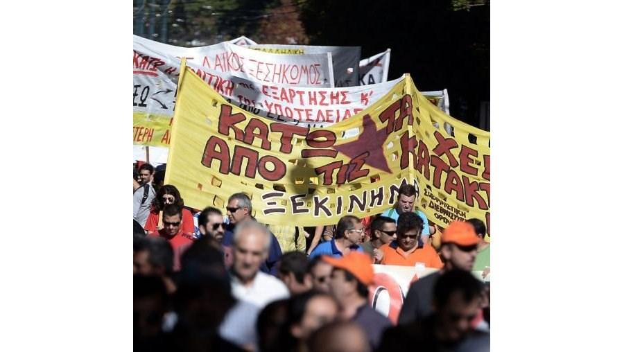 Manifestações decorrem no âmbito de uma greve de 48 horas do sector privado e público