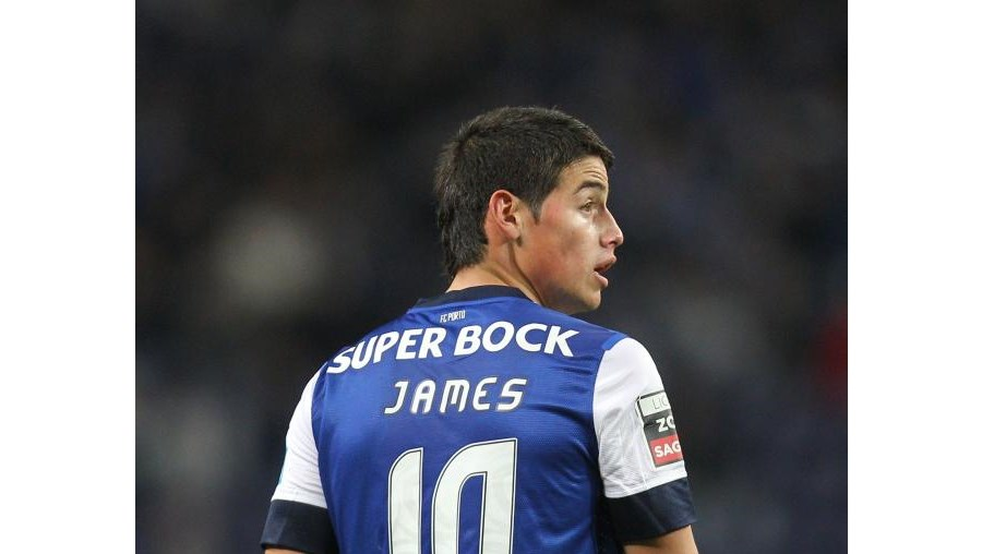 James tem contrato até 2016