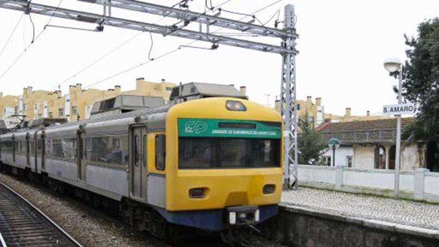 Nas zonas urbandas, devem circular apenas 9% dos comboios da CP