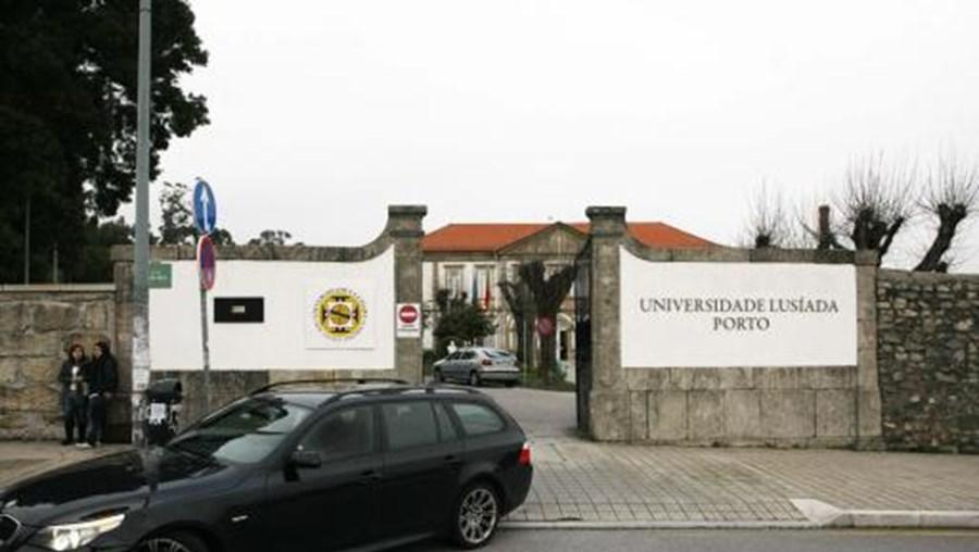 Universidade Lusíada foi condenada pela Relação a pagar indemnização a família de jovem que morreu em praxe