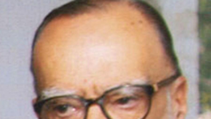 O professor José-Augusto França vê-se distinguido no mesmo mês em que celebra 90 anos de vida