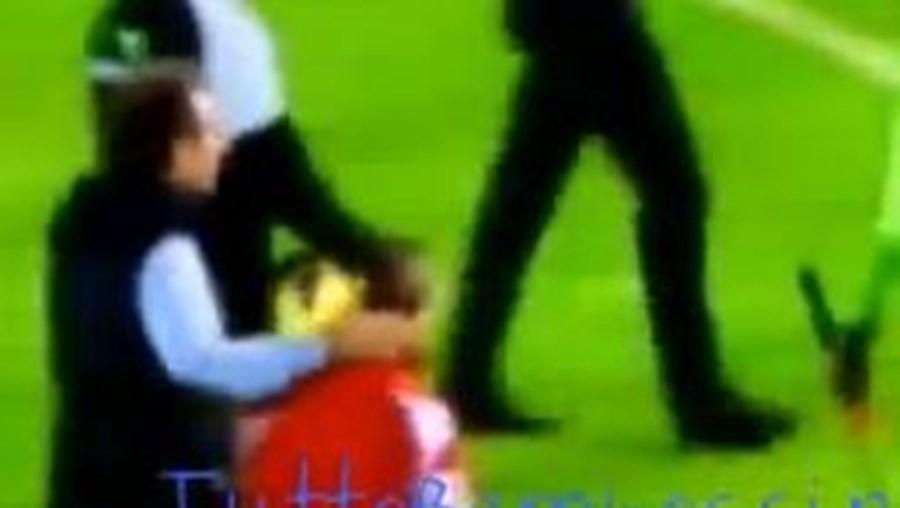Líder do Cagliari obrigou criança a devolver calções