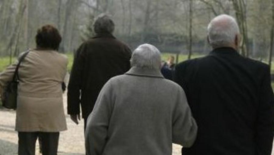 Os trabalhadores que se reformem em 2013 terão um corte de 5,04% na pensão ou terão de trabalhar mais tempo