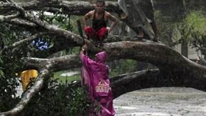 Filipinas: Tufão faz mais de 200 mortos