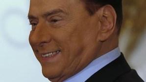 Berlusconi diz que não se candidata se Monti chefiar centro-direita