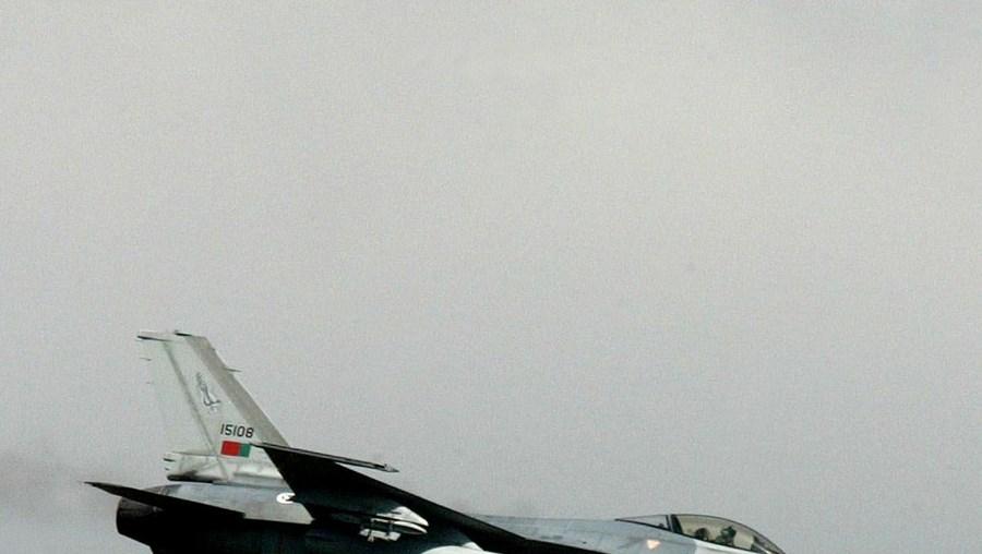 Foi seguido por dois F-16