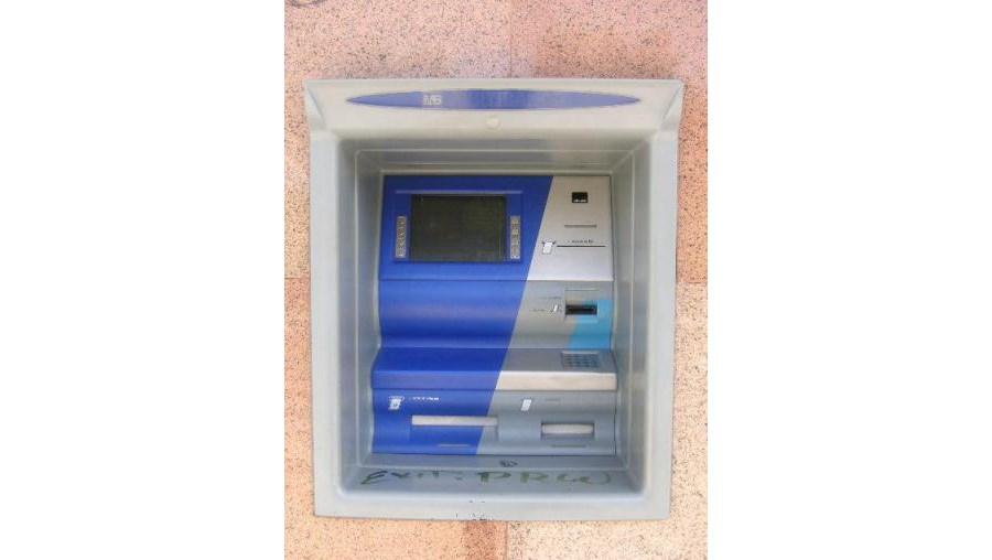 Dupla sequestrou vítimas e levou-as sob coacção até um ATM para levantarem dinheiro com cartões furtados