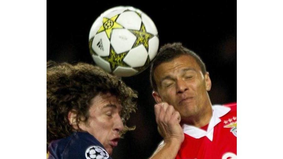 Puyol e Lima têm protagonizado um duelo em Nou Camp